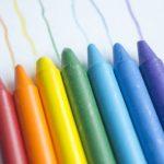 クーピーか色鉛筆か。小学校入学準備どちらを用意する?
